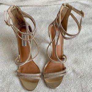"""Steve Madden """"Fiffi"""" Sandal in gold - size 7M"""